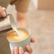 【コーヒーのこと。】「カフェオレ」と「カフェラテ」、「カプチーノ」の違いとは?