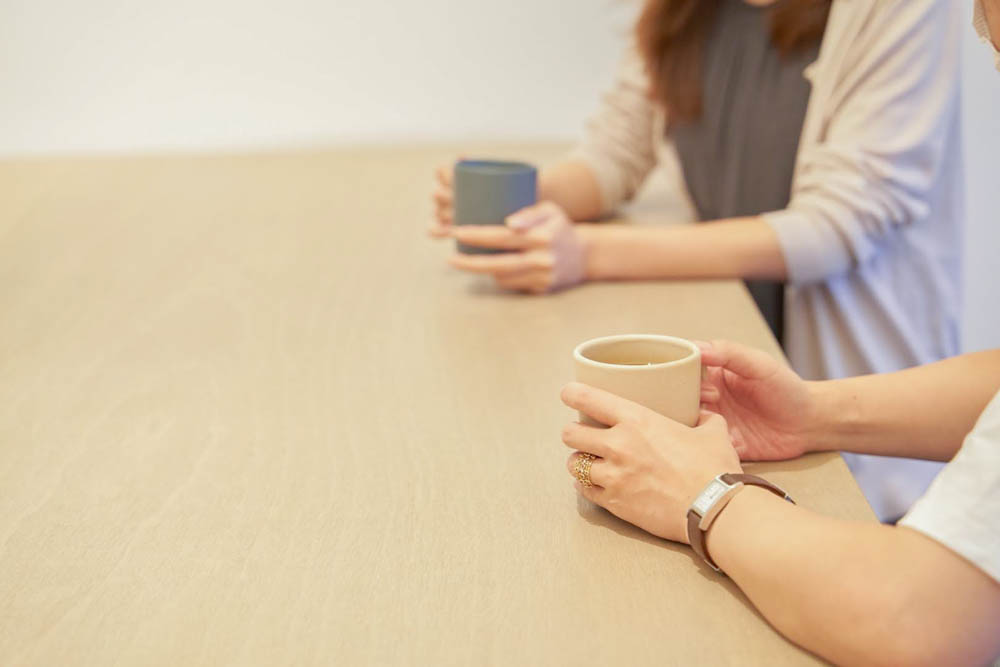 コーヒー 飲んでいるところ